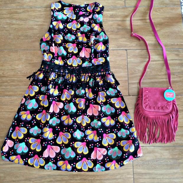 Vestido Tamanho 40 - R$179,00 (Disponível 38 com fundo pink) Bolsa R$79,00